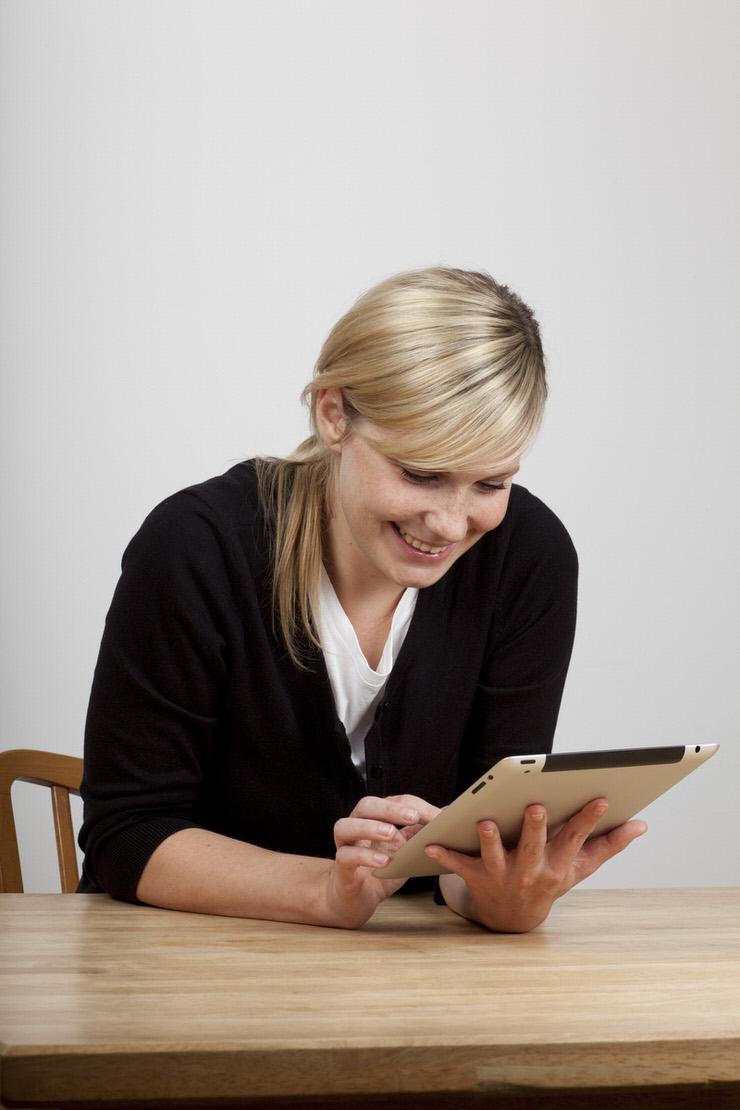 Kvinna med iPad